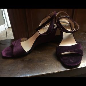 Wine velvet wedges
